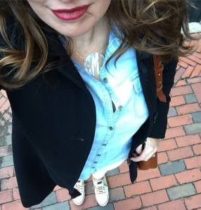 j.crew, chambray top, white jeans, red lips, monogram necklace, madewell transporter tote, sperrys